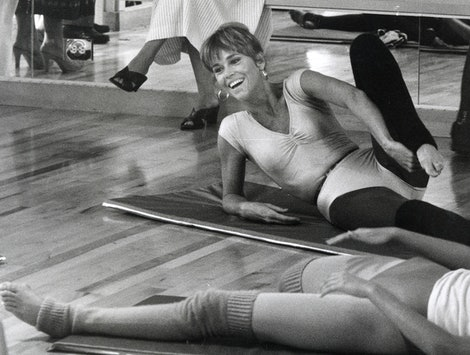 Jane Fonda does her signature workout in an exercise class. Jane Fonda's workout routine is now on tiktok