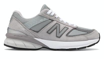 990v5 Sneakers