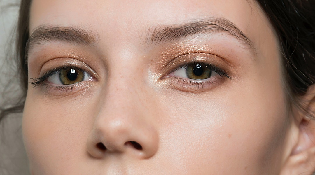 How To Properly Shape Your Eyebrows At Home