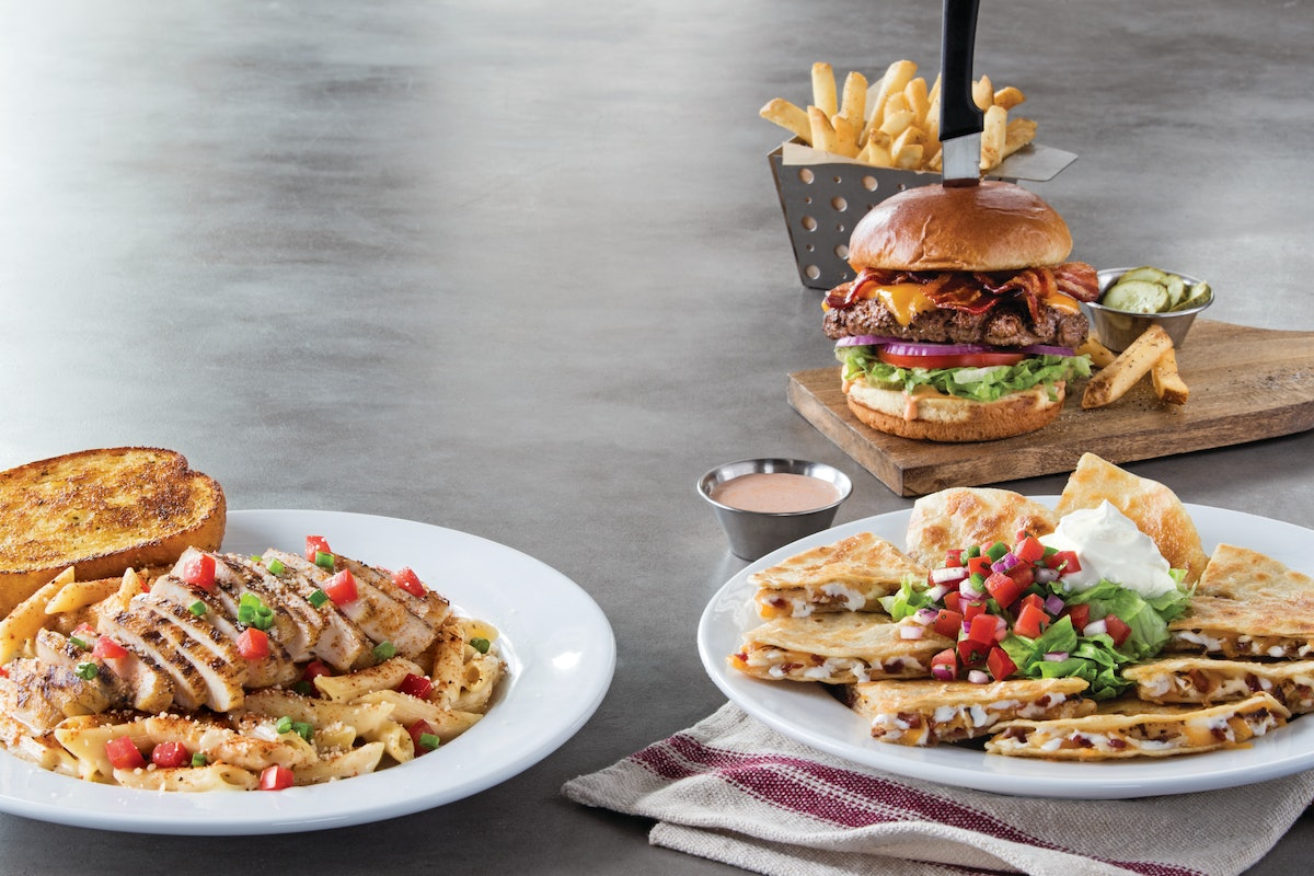 Chili's x DoorDash's celebrity dinner party will include several famous faces.