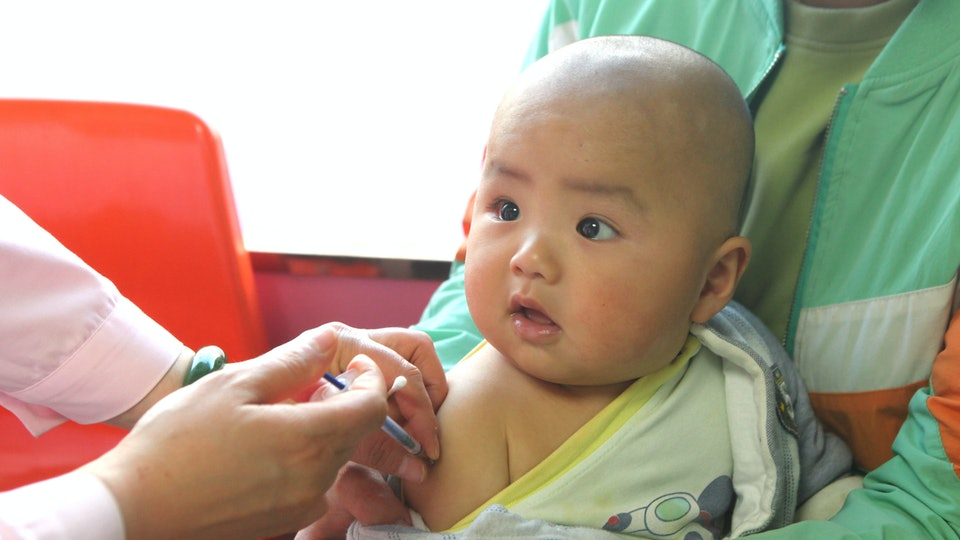 Medical staff vaccinate children. Handan, Hebei Province, China, April 24, 2020. April 25 is the national day for children's vaccination.
