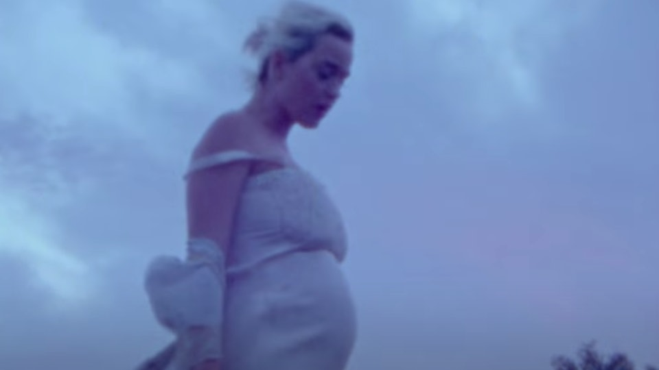 Katy Perry revealed her growing pregnancy bump in the music video for her new song, 'Daisies'.