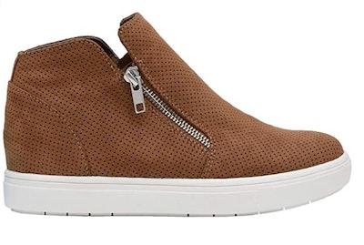 CUSHIONAIRE Women's Hart Hidden Wedge Sneaker