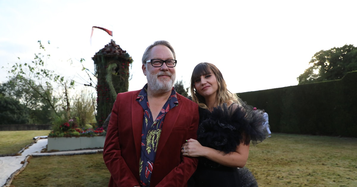 They May Host A Flower Show, But Natasia Demetriou & Vic Reeves Can't Garden