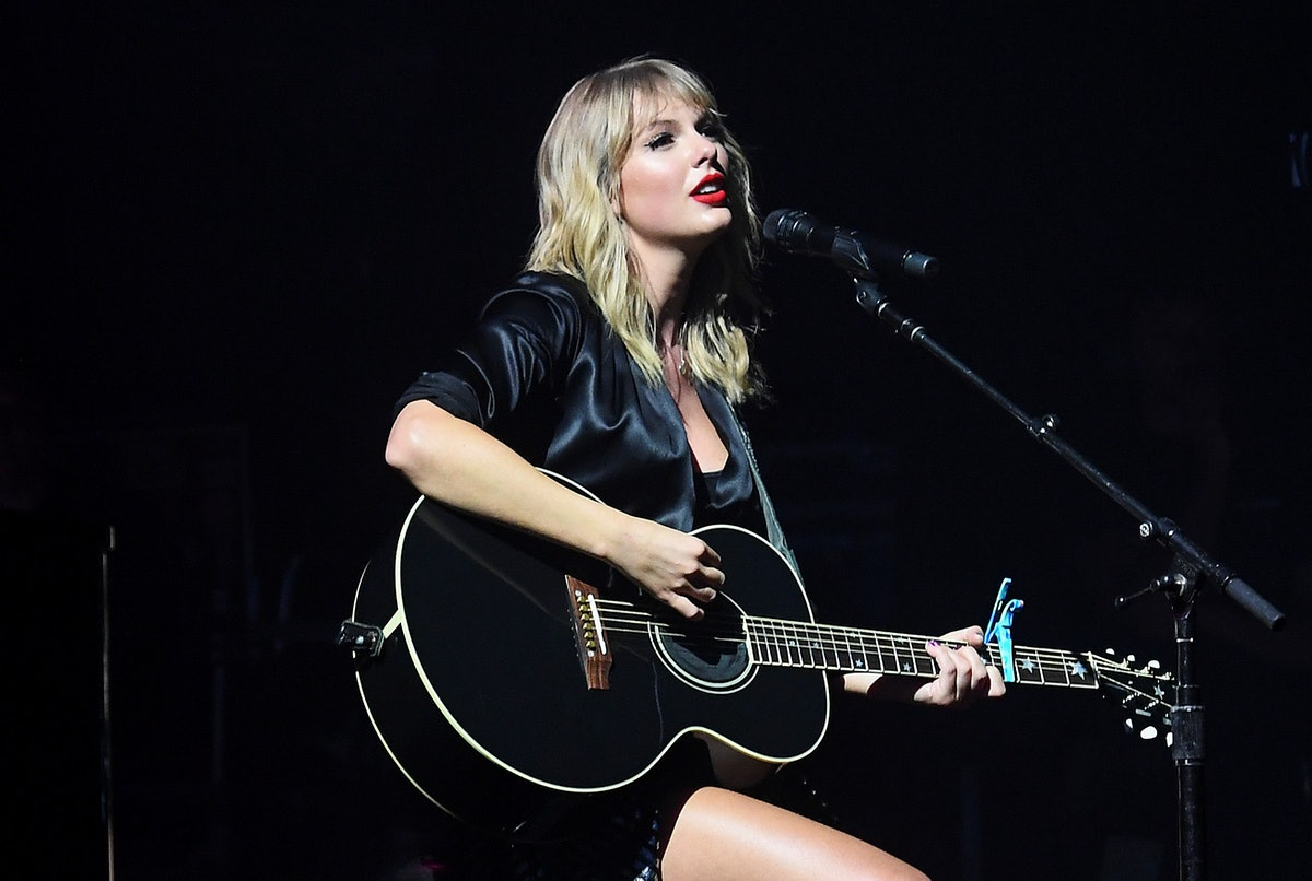 """Taylor Swift's acoustic """"Cornelia Street"""" performance for 'City Of Lover' was so beautiful."""