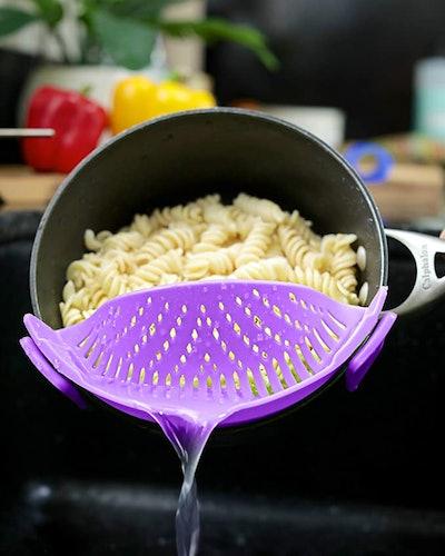 Brand: Salbree Clip-On Kitchen Food Strainer