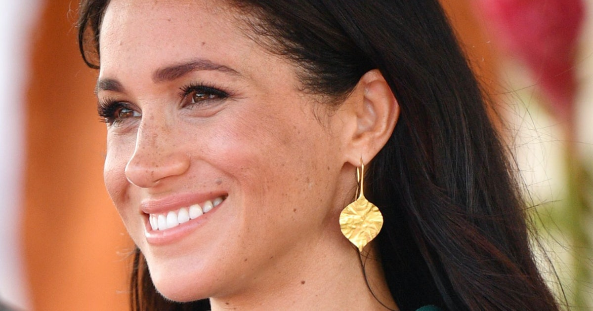 How To Wear Earrings Like Meghan Markle, From Simple Studs To Statement Pairs