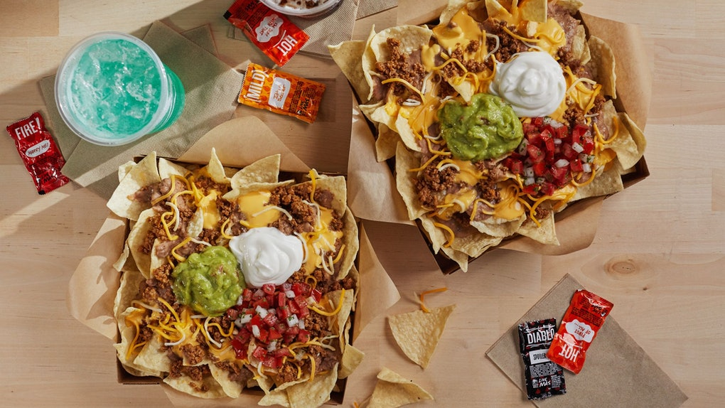 Taco Bell's new Nachos Craving Pack comes with two medium drinks.