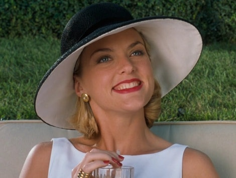 Elaine Hendrix's 'Parent Trap' Comment On Chrissy Teigen's Post Is So Meredith