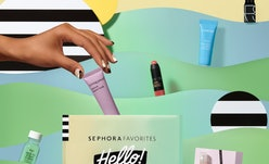 Product samples inside Sephora Favorites Hello! Beauty Icons set.