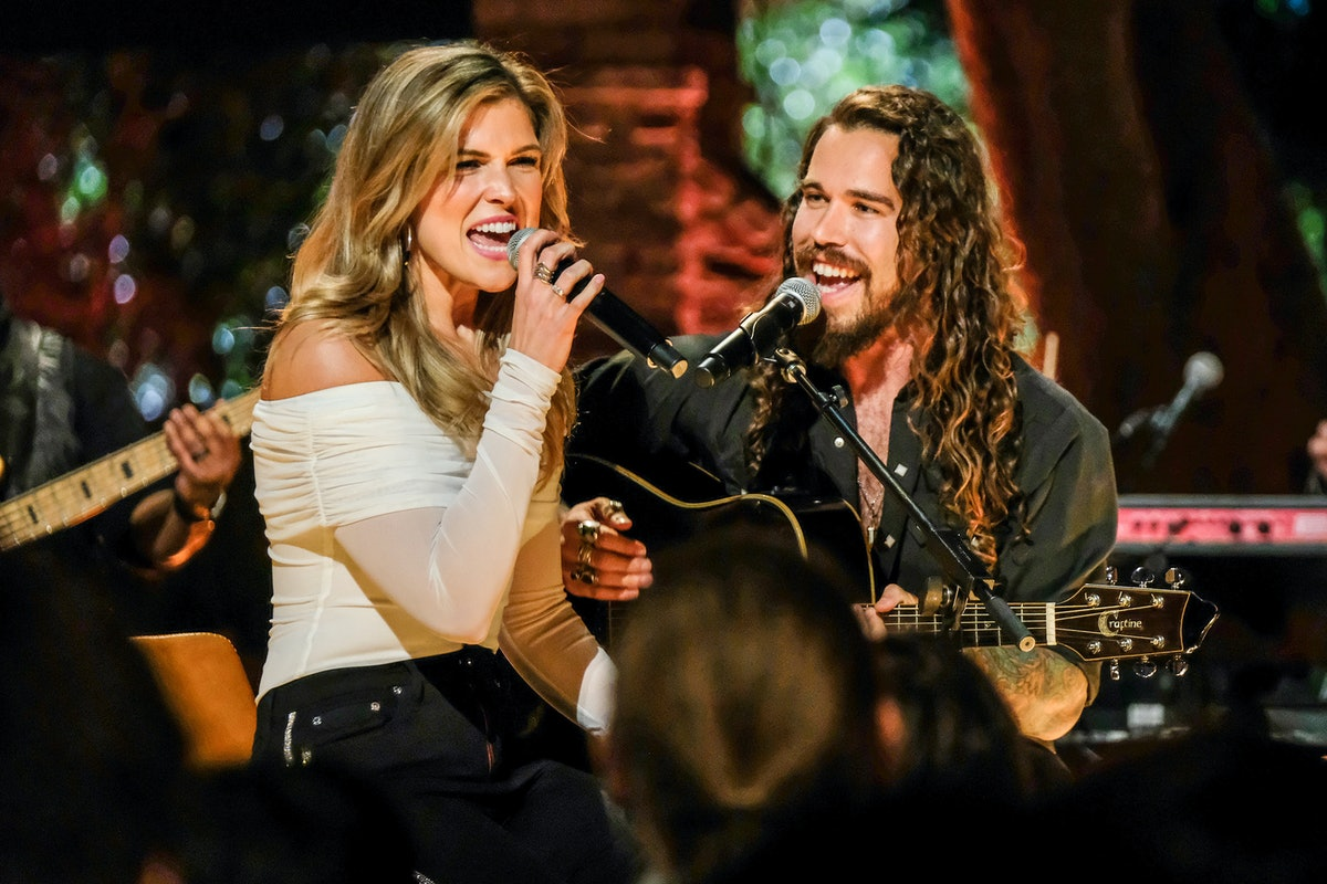 Julia and Sheridan duet on 'The Bachelor Presents: Listen To Your Heart'