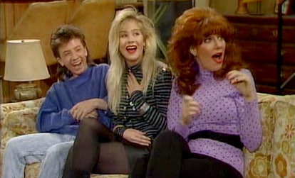 'Dead to Me' Seaosn 2 had a 'Married... With Children' reunion for Christina Applegate and Katey Sag...