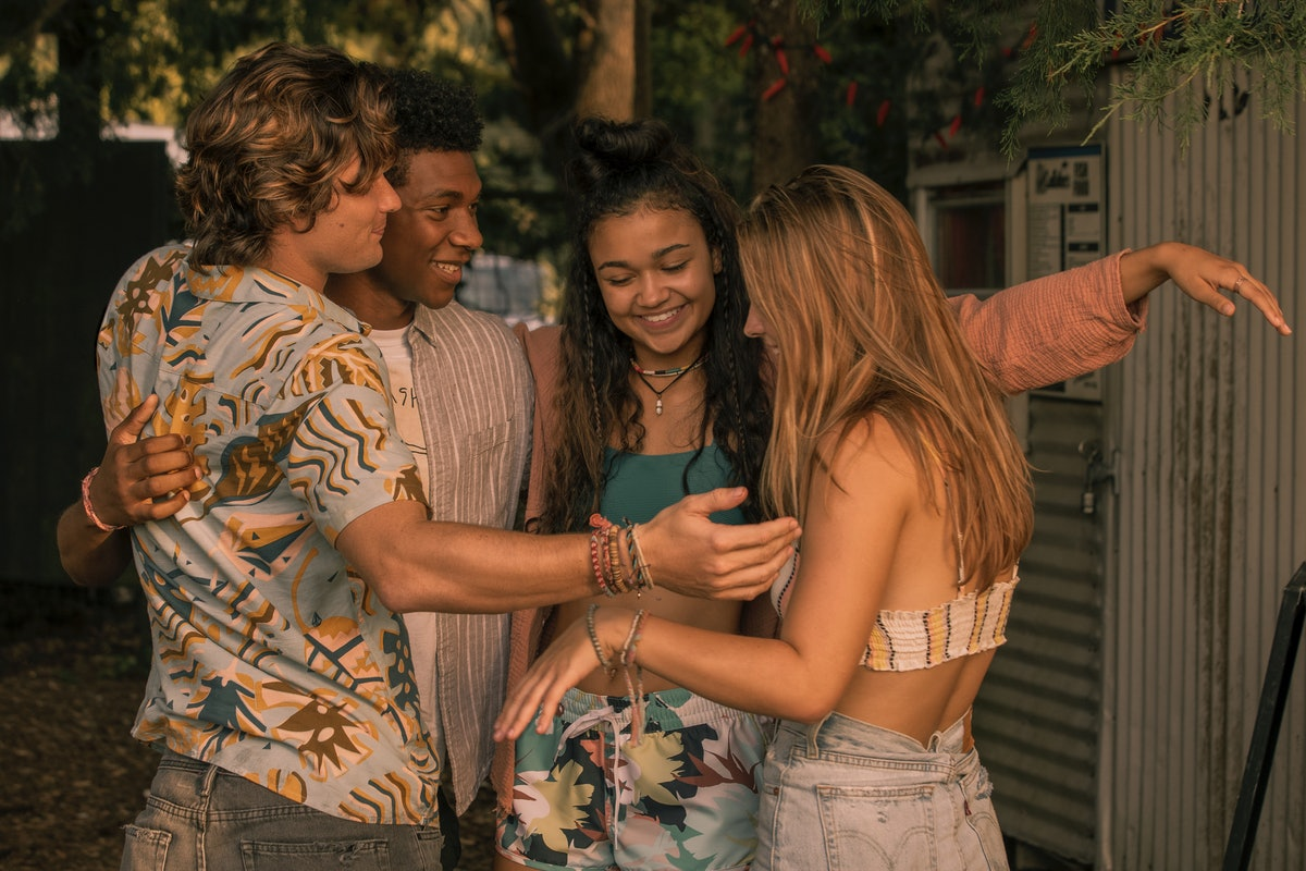 The cast of Netflix's 'Outer Banks' hug