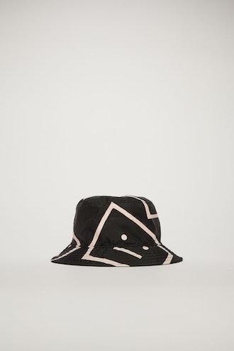Face-motif bucket hat black