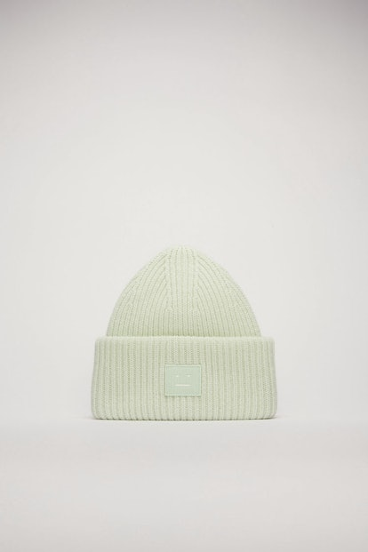 Face-patch beanie pastel green