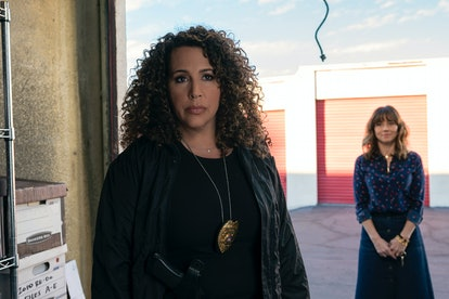 Detective Perez closes in on Judy & Steve in 'Dead To Me' Season 1
