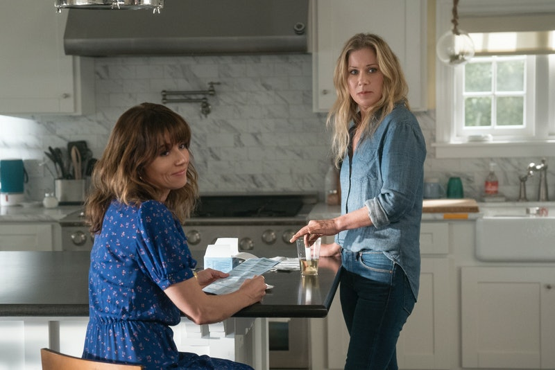 Linda Cardellini & Christina Applegate star in Netflix's 'Dead To Me'