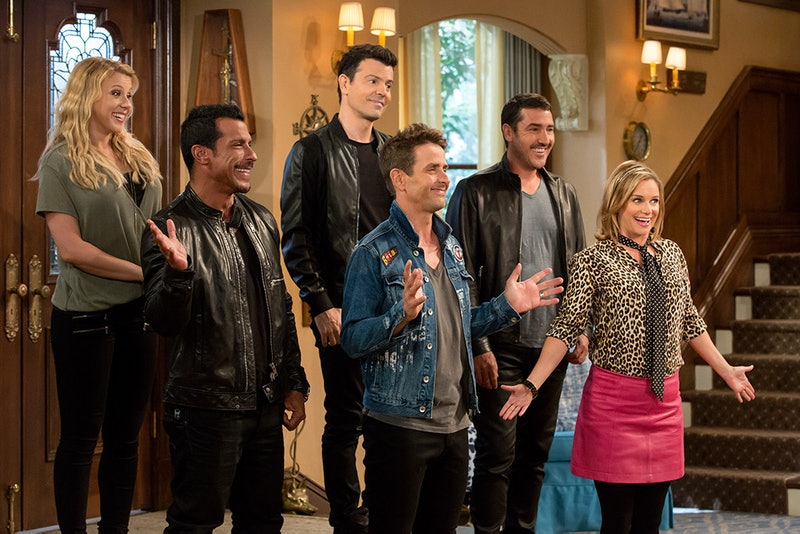 New Kids on the Block with Stephanie (Jodie Sweetin) & Kimmy (Andrea Barber) in 'Fuller House' Season 2