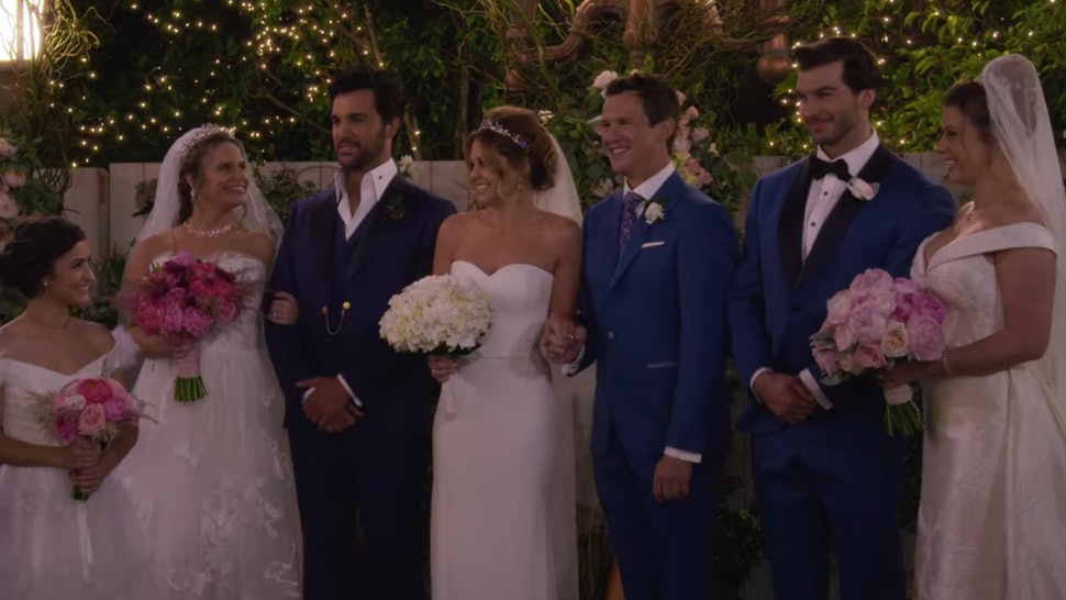 Stephanie, DJ, and Kimmy getting married on 'Fuller House' (via the Netflix press site).