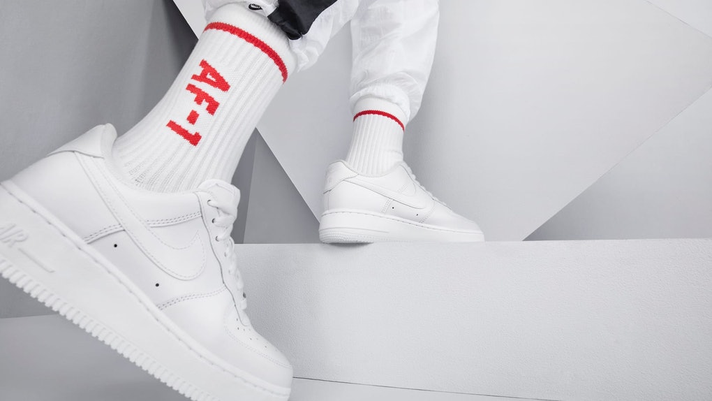 Velocità supersonica ospite Cena  12 White Leather Sneakers From Nike, Adidas, & More That'll Last You Season  After Season