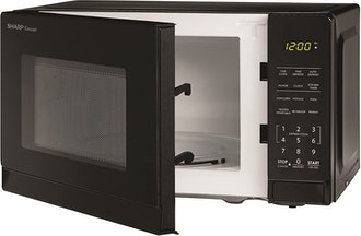 Commercial Chef CHM660B Countertop Microwave