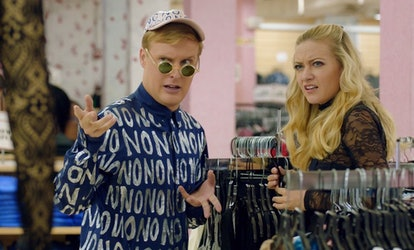 Elliott (John Early) and Portia (Meredith Hagner) in 'Search Party' Season 2