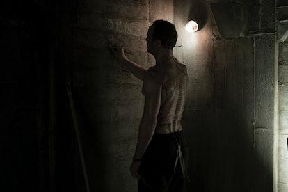Noah tries to save his family on 'Dark' Season 2 (via NETFLIX PRESS SITE)