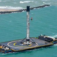 SpaceX Crew Dragon: impressive images capture Falcon 9 landing and return