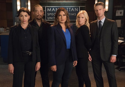 Jamie Gray Hyder, Ice T, Mariska Hargitay, Kelli Giddish, and Peter Scanavino in 'Law & Order: SVU' ...