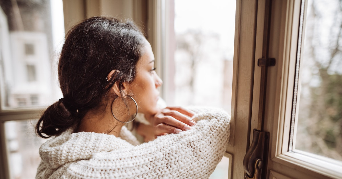 5 Ways To Deal With 'Re-Entry' Anxiety As Lockdown Eases, According To An Expert