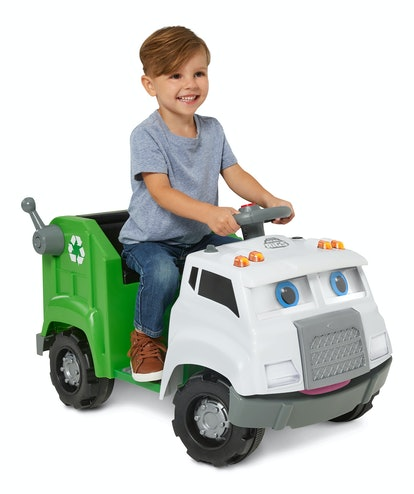 Your truck-loving toddler will be absolutely thrilled to cruise around on the Real Rigs Recycling Truck Ride-On Toy.