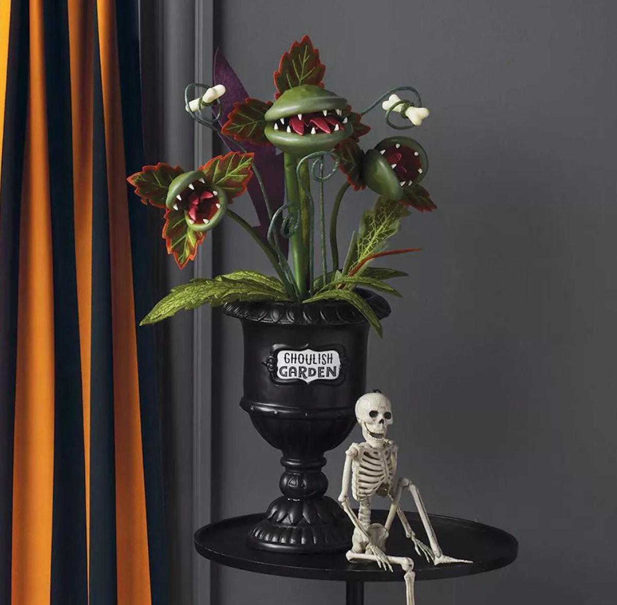 "28"" Large Faux Creepy Ghoulish Garden Halloween Black Planter"