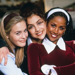 The three main characters of Clueless had tons of iconic beauty moments like headbands