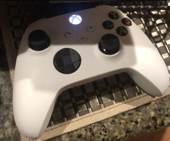 Xbox Series X white controller, leaked image