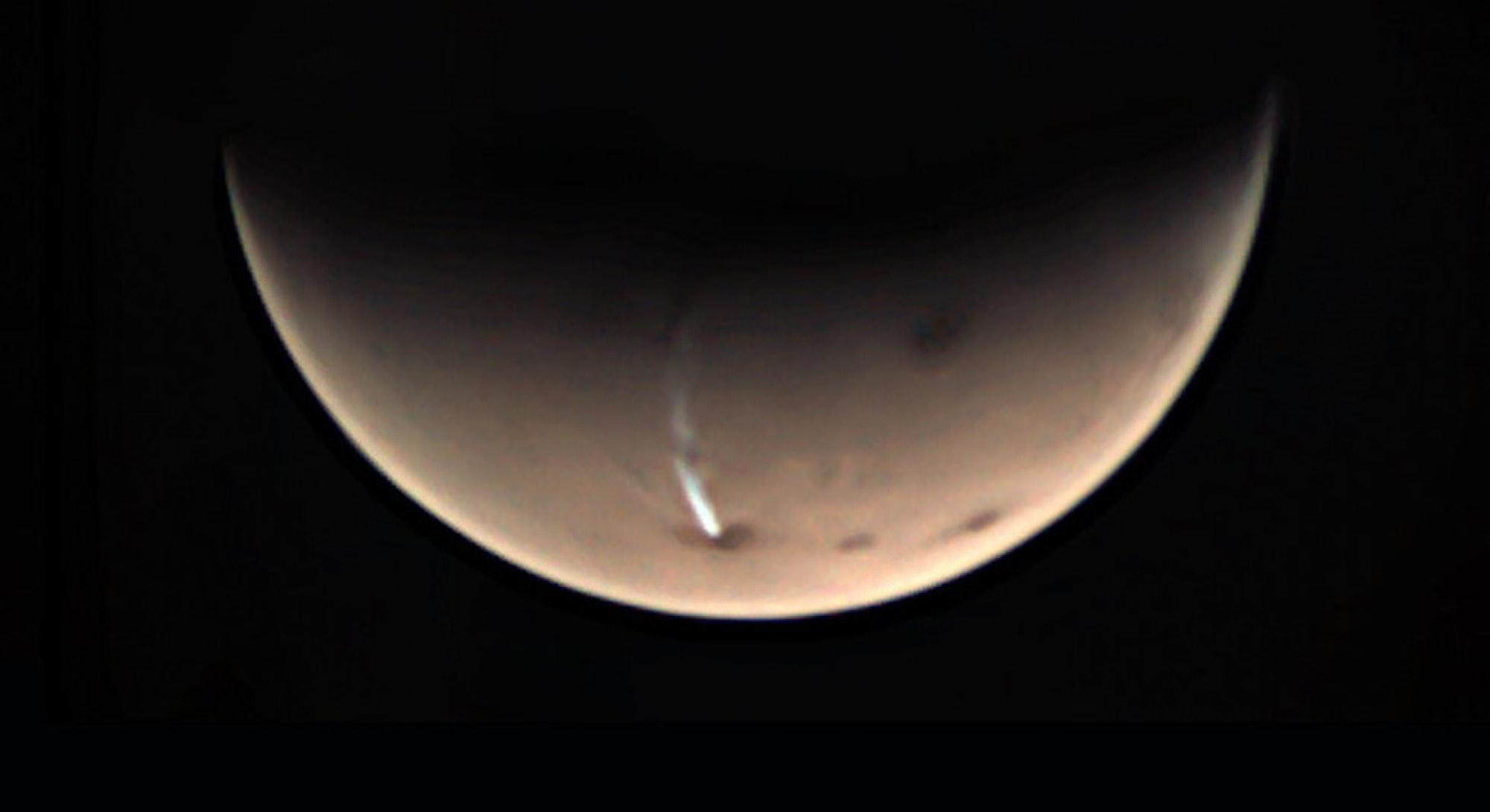 elongated mars cloud