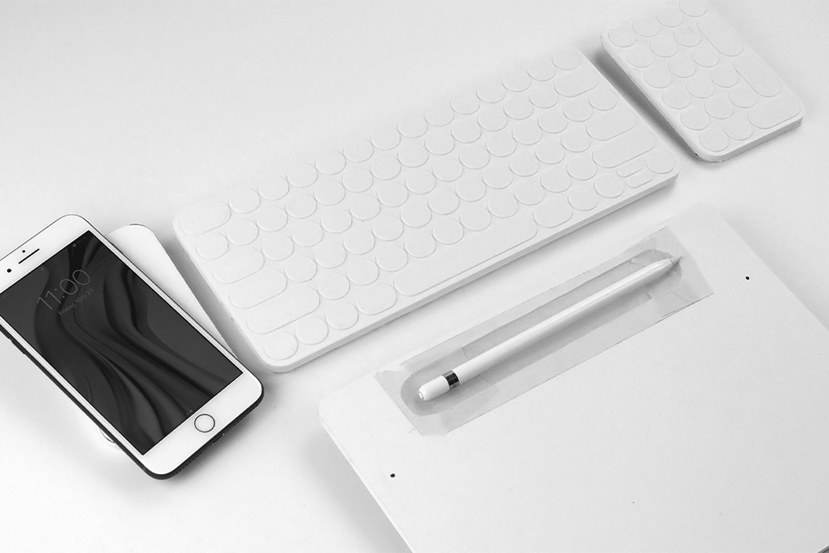 Evan Stuart's modular keyboard lets you charge your smartphone, Apple Watch, and more.