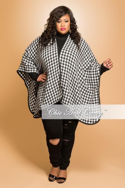 Chic & Curvy Plus Size Shawl in Black and White Houndstooth