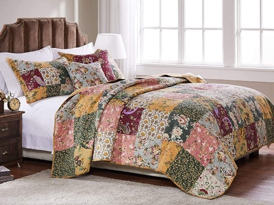 Greenland Home Antique Chic Cotton Patchwork Quilt Set (5-Piece)