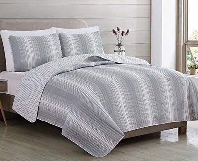 Great Bay Homes Reversible Quilt Set With Shams (3-Piece)