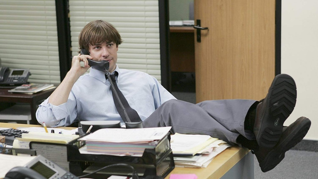 John Krasinski wore a wig filming 'The Office' Season 3 and the reason why is too good.