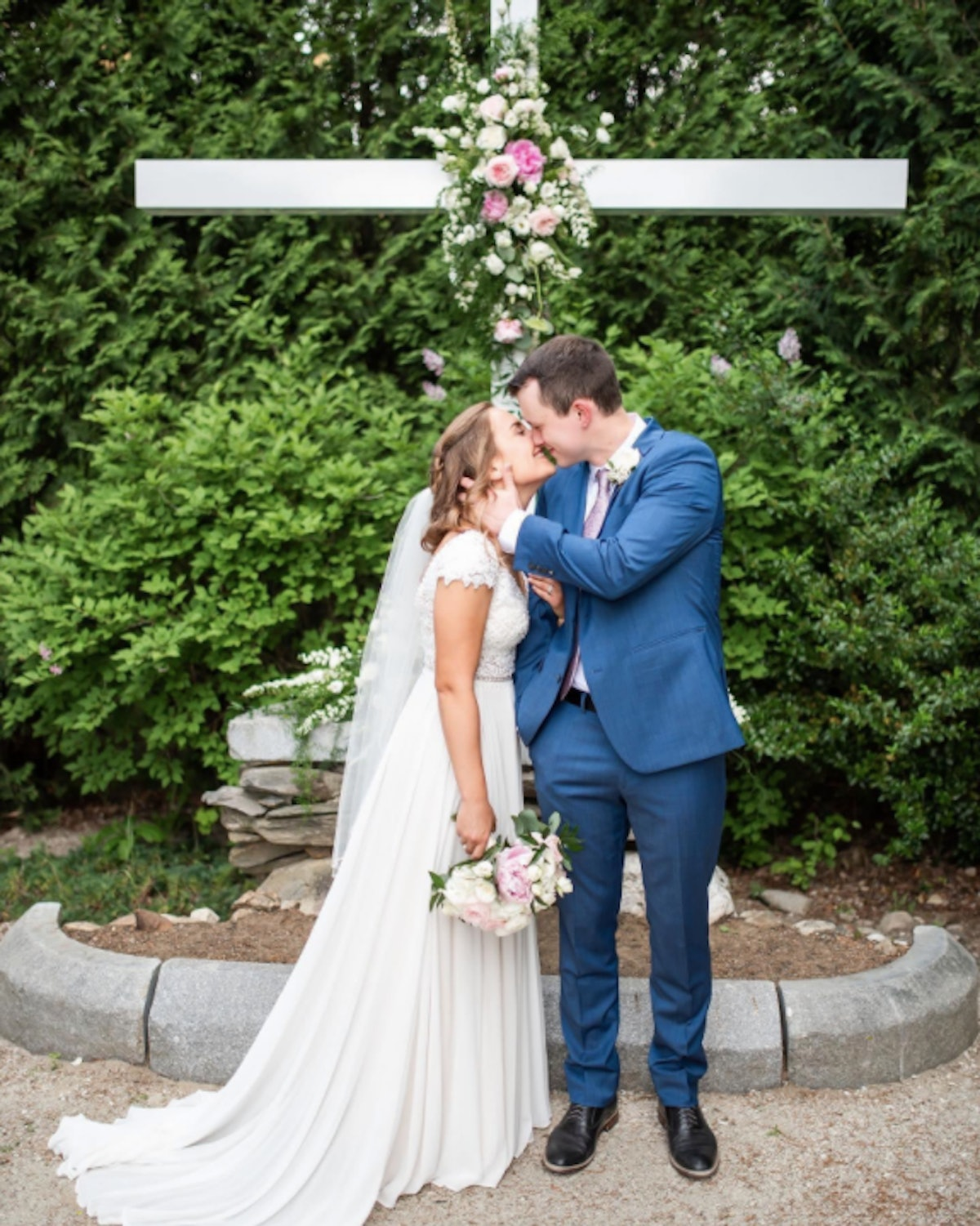These quarantine wedding stories offer so much hope.