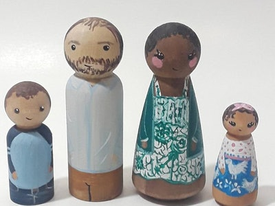 Two peg doll adults and two peg doll children are displayed as a family.