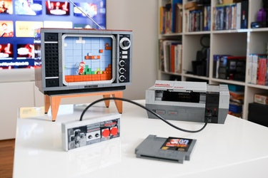 The completed Lego TV, NES, cartridge, and controller in all of its glory.