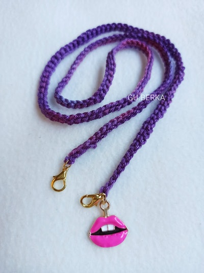 The Crochet Face Mask Chain