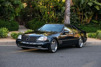 A 1996 Mercedes-Benz S-Class S600 three-quarter front view