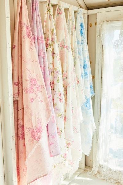 Rosa Beaux Linen Throw