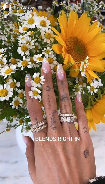 Bieber's daisy-inspired nails were a refreshing summer touch that matched her bouquet of flowers.