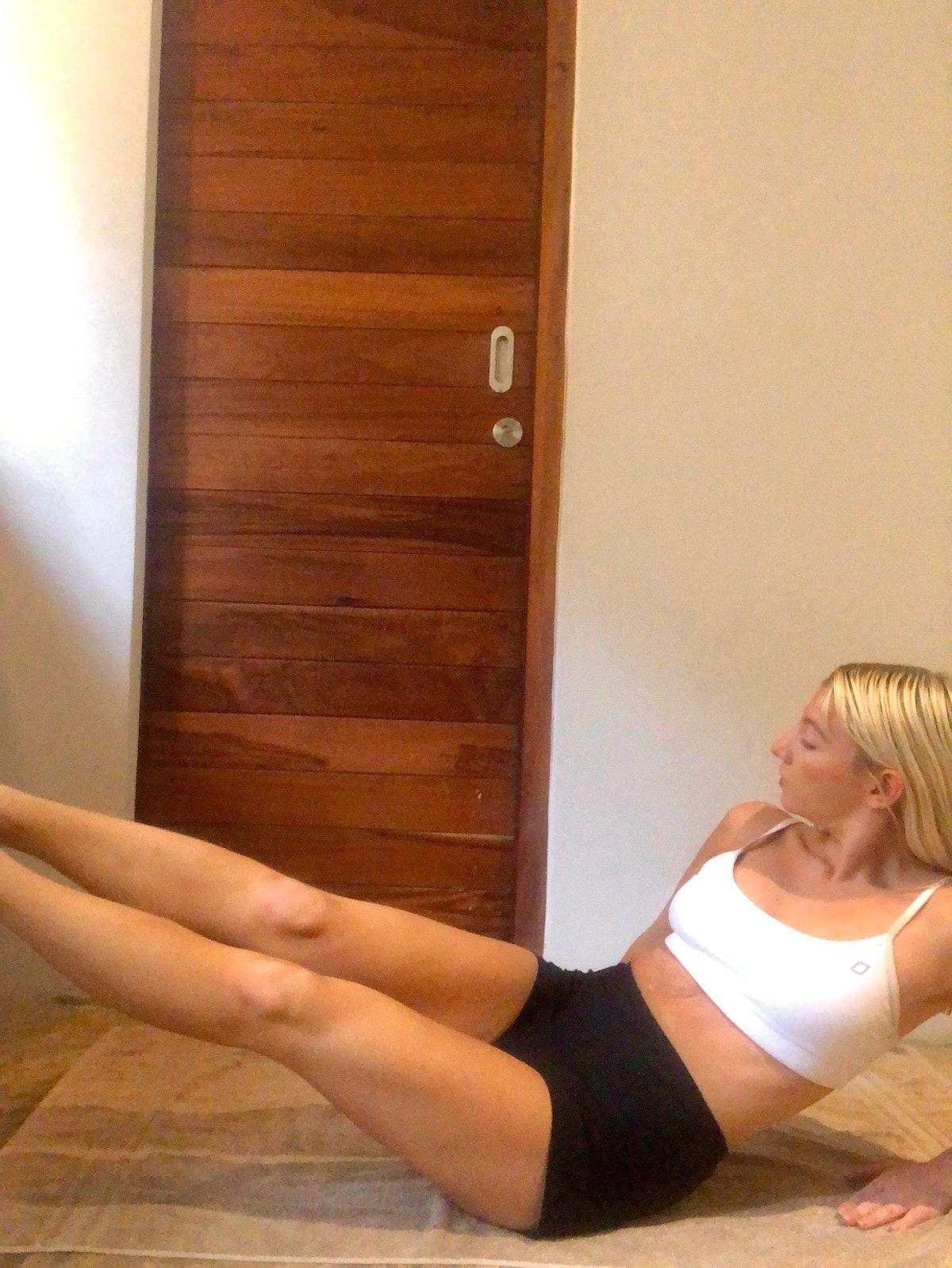 I tried Nicole Scherzinger's at-home ab workout.