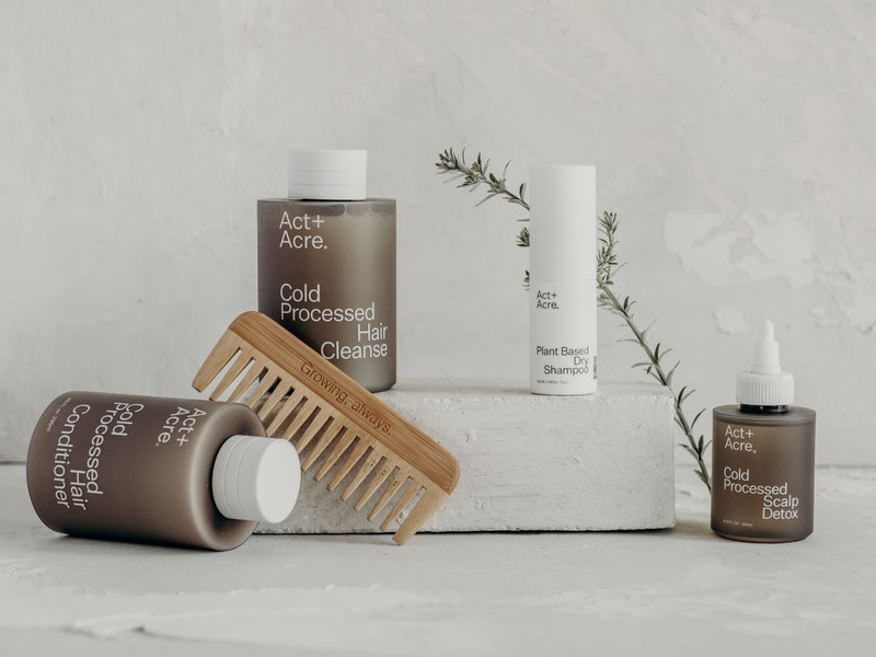 Act+Acre's new Plant-Based Dry Shampoo Review.