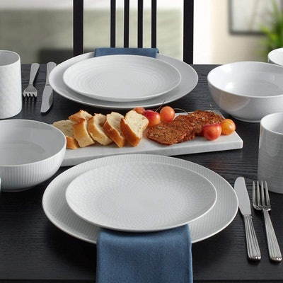 Mikasa Dinnerware Set (40-Piece Set)